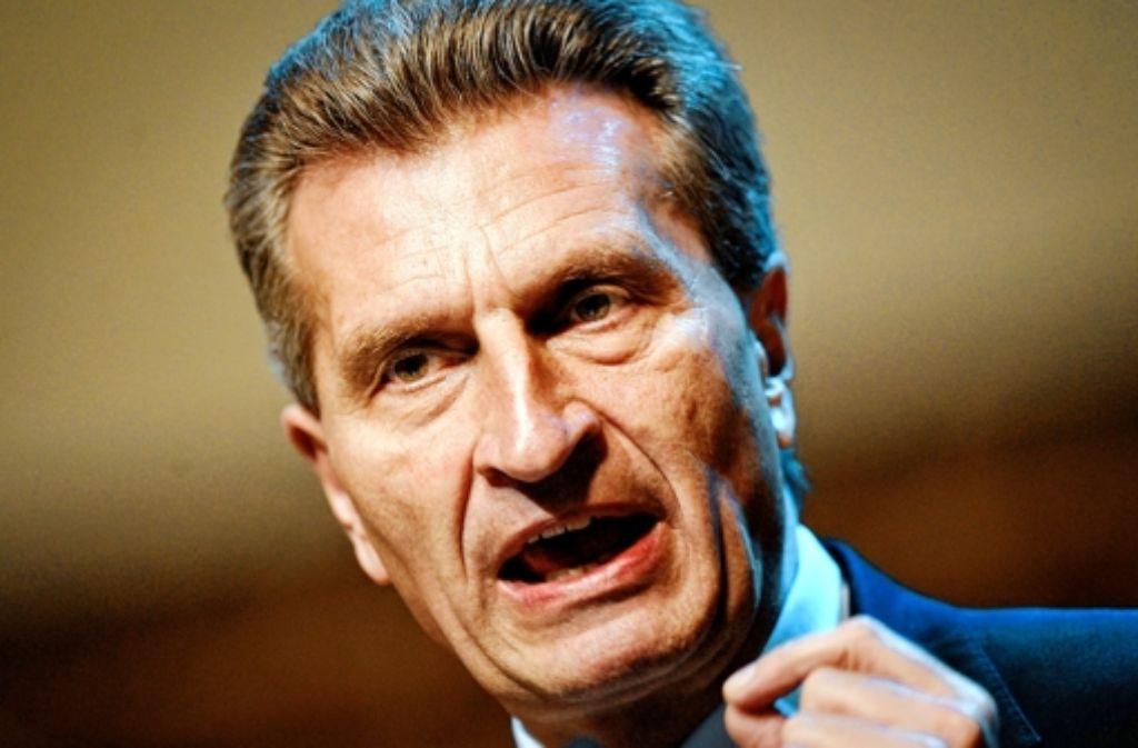 """Der ehemalige Ministerpräsident und heutige EU-Kommissar Günther Oettinger  sieht einen """"großen Schaden für die Partei"""". Die Folgen des EnBW-Deals könnten bis weit in das Jahr 2013 – und damit in das Jahr der Bundestagswahl – reichen. Foto: dapd"""