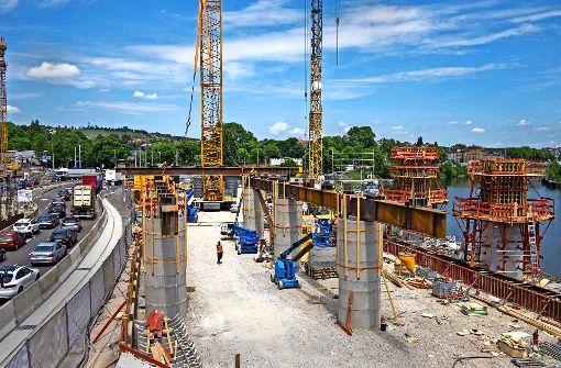 Brückenschlag am Neckar beginnt