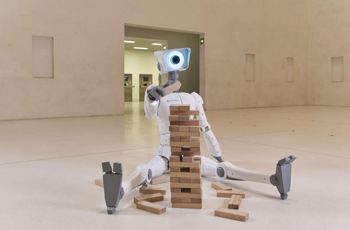 Nur eine  Fiktion: Der Roboter in der Stuttgarter Stadtbibliothek kann in    Wirklichkeit keinen Turm aus Holz-klötzchen bauen. Foto: Ronny Schönebaum