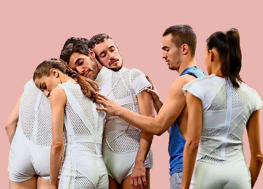 """Das Format """"Out of the Big Box"""" bietet jungen Tänzerinnen und Tänzern der Gauthier Dance Kompanie die Möglichkeit, selbst zu choreografieren. Bei der sechsten Ausgabe wird es """"Big"""". Denn die Produktion zieht in den größeren Theaterhaus-Saal.  Foto: Bernhard Weis"""