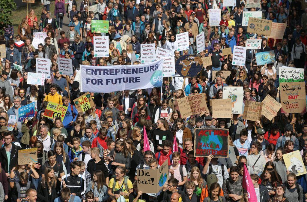 Tausende demonstrieren in Stuttgart und anderen Städten Baden-Württembergs für mehr Klimaschutz. Foto: LICHTGUT/Leif Piechowski