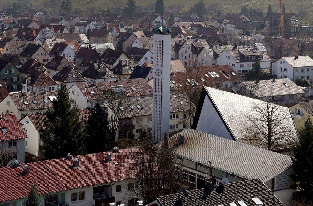 Im Fellbacher Süden wird sich ab Frühsommer 2021, ohne die Melanchthonkirche, die Stadtansicht verändern. Foto: Patricia Sigerist