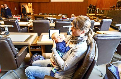 Baby Philipp diszipliniert die Ratsdebatte