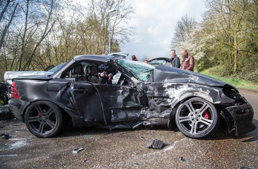 Mercedes krachen ineinander