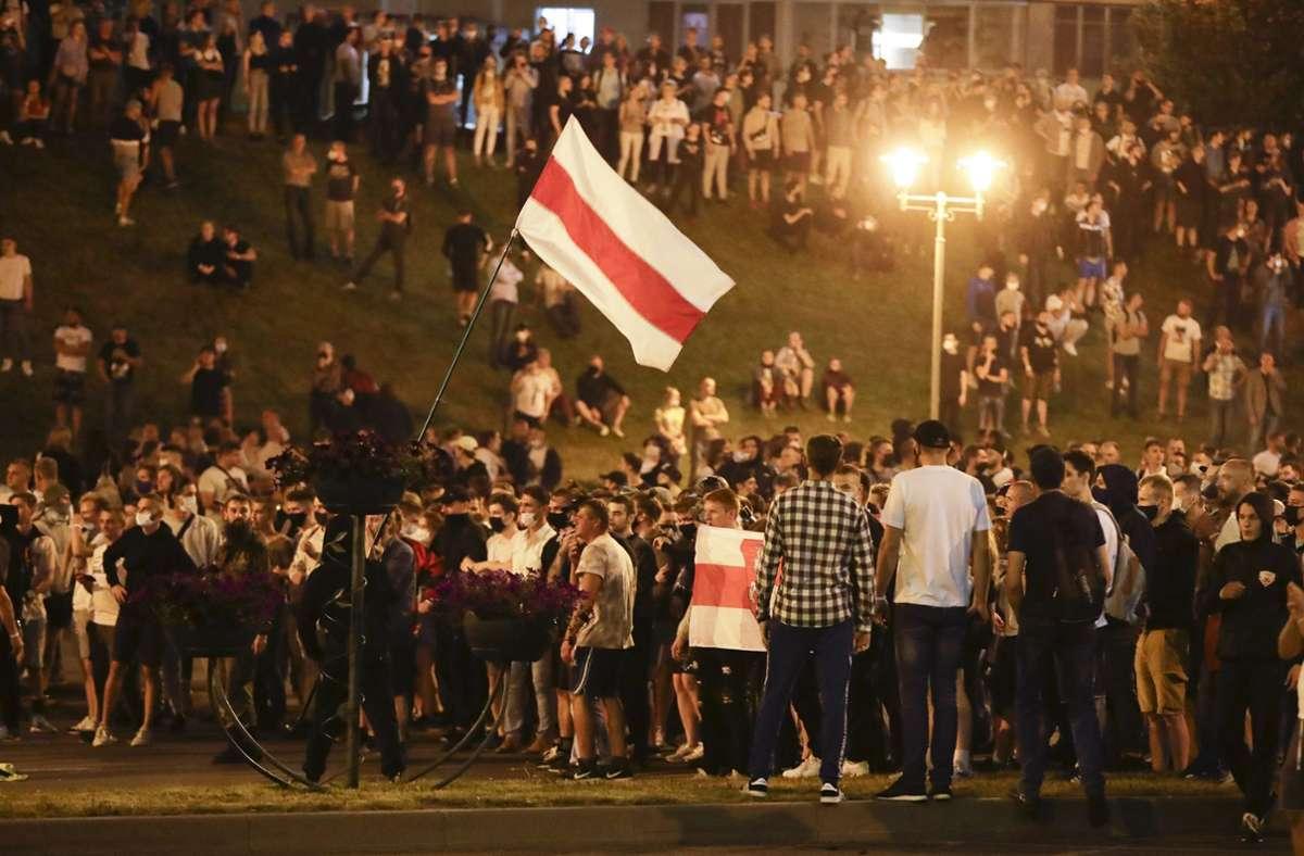 Viele Menschen haben in Belarus erneut gegen Wahlfälschung demonstriert. Foto: dpa/Sergei Grits