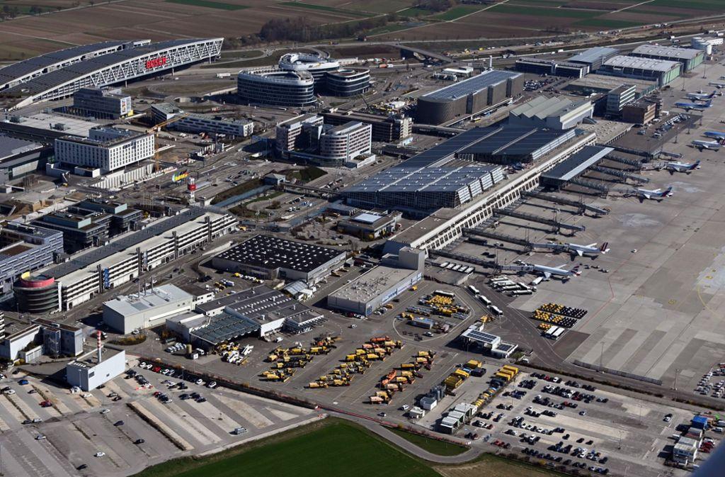 Der Manfred-Rommel-Flughafen wird den Betrieb ab Montag für 17 Tage einstellen. Die Coronakrise führt dazu, dass ein Abschnitt der Sanierung der Start- und Landebahn vorgezogen werden soll. Foto: dpa/Uli Deck