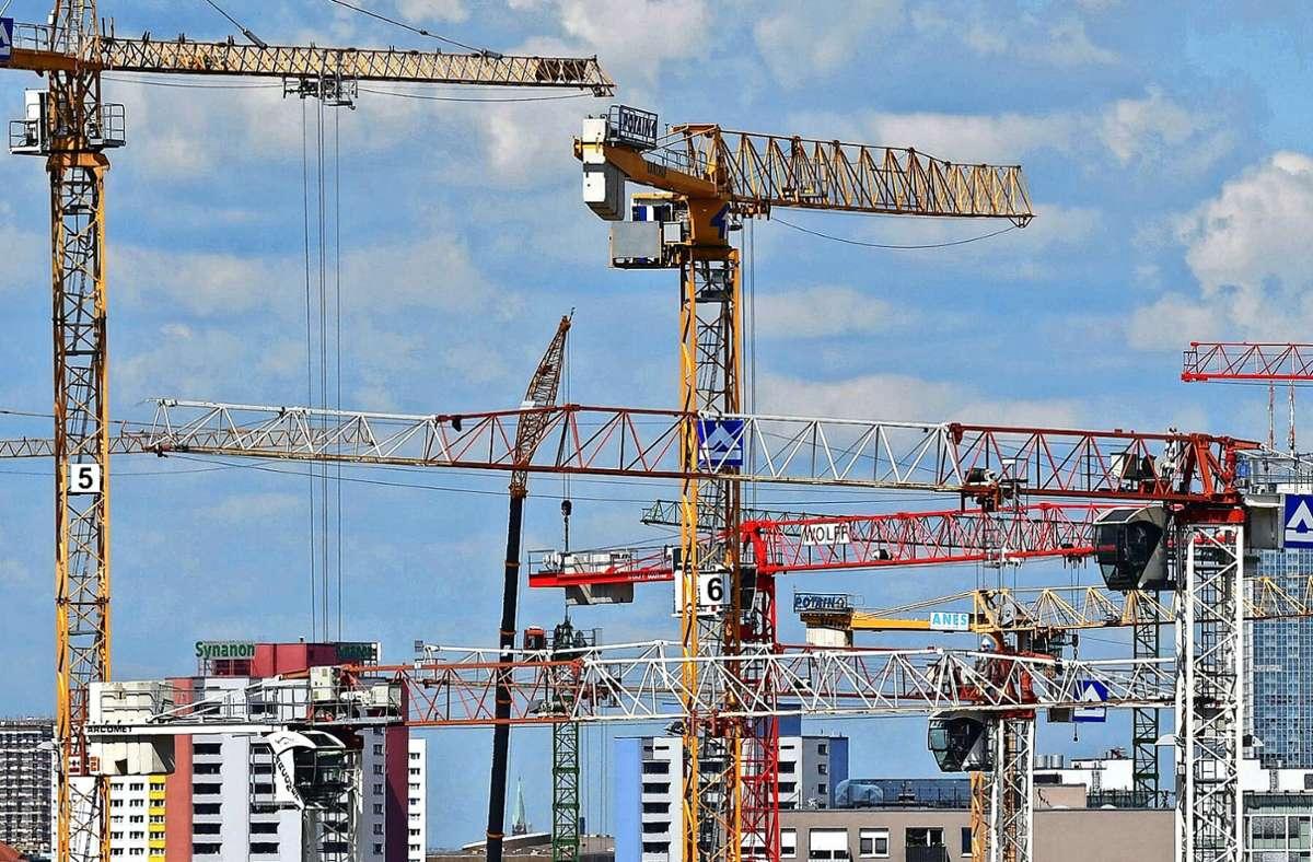 Wo werden sich in den kommenden Jahren die Baukräne drehen? Foto: dpa/Jens Kalaene