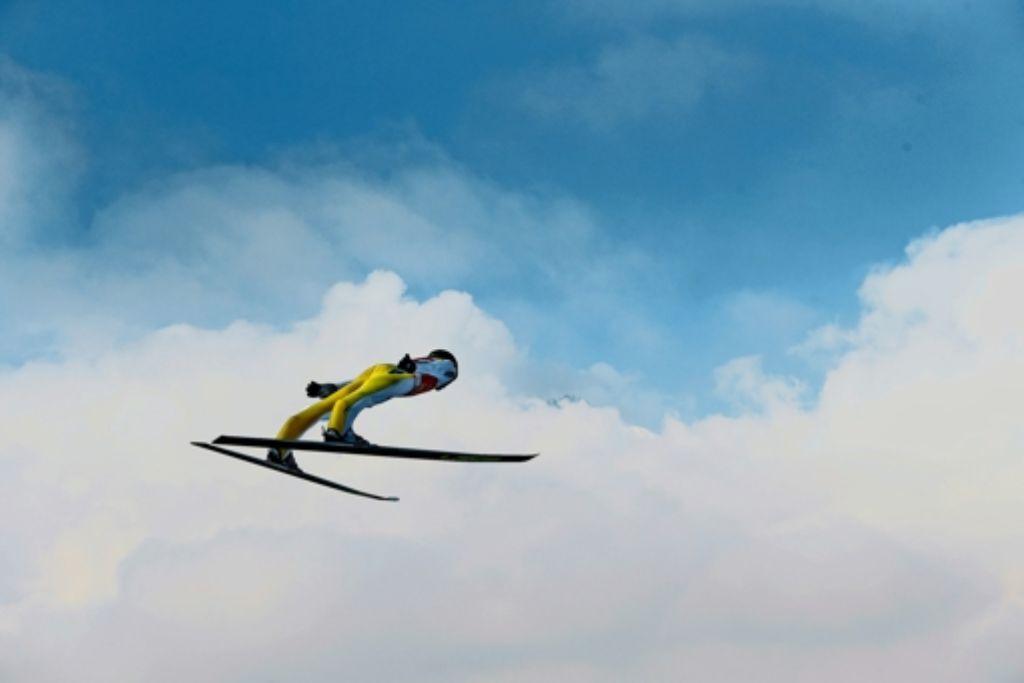 Der Skispringer Peter Prevc   ist bei der Tournee der überragende Mann – keiner springt stabiler.  In dieser Form ist ihm der   Gesamterfolg  kaum zu nehmen. Foto: AP