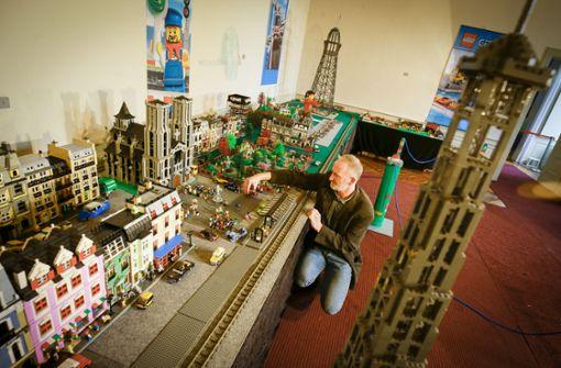 Bauklötzchen staunen in der Lego-Ausstellung