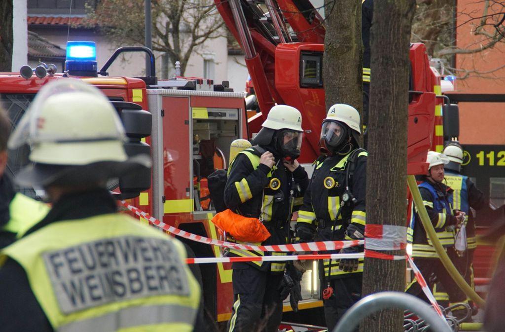 Die Feuerwehr hat es in Weinsberg mit einem Großbrand zu tun. Foto: SDMG