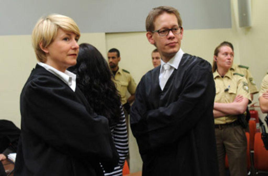 Beate Zschäpe (von hinten) mit ihren Verteidigern Foto: dpa