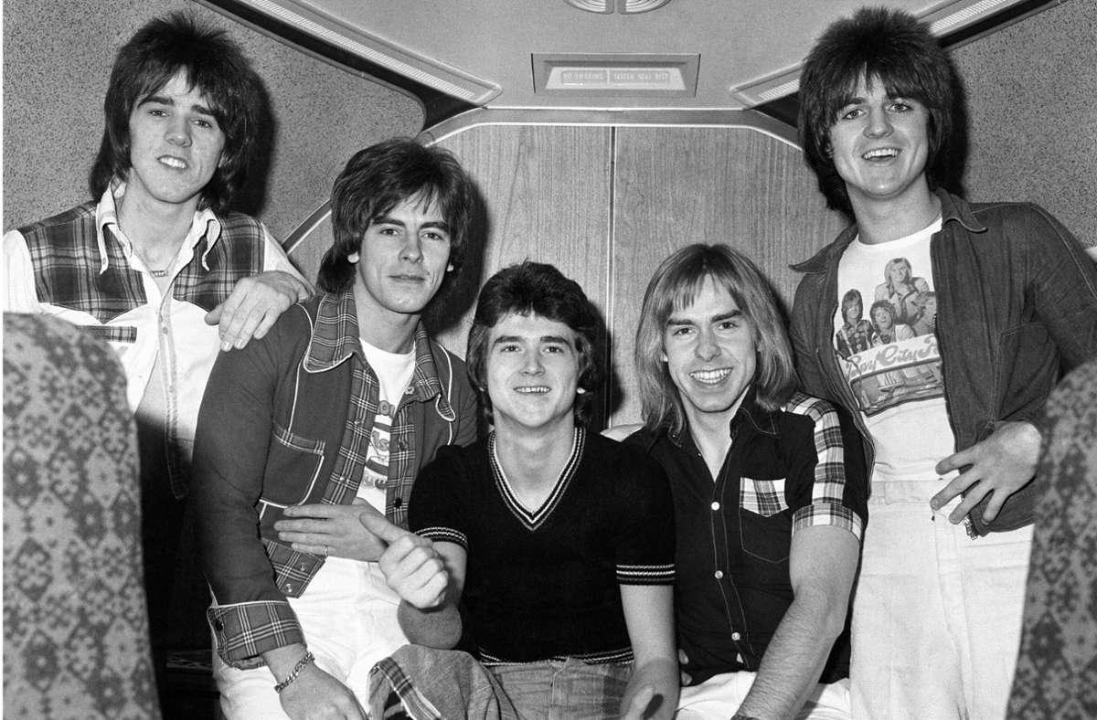 Les McKeown (Mitte) mit den Bay City Rollers (Stuart Wood, Alan Longmuir, Derek Longmuir und Eric Faulkner) im November 1975 Foto: dpa/Pa Wire
