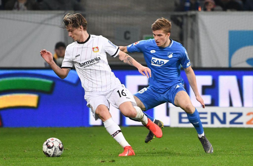 Tin Jedvaj (Bayer 04 Leverkusen) gegen David Otto (TSG 1899 Hoffenheim). Foto: APF/Meiser