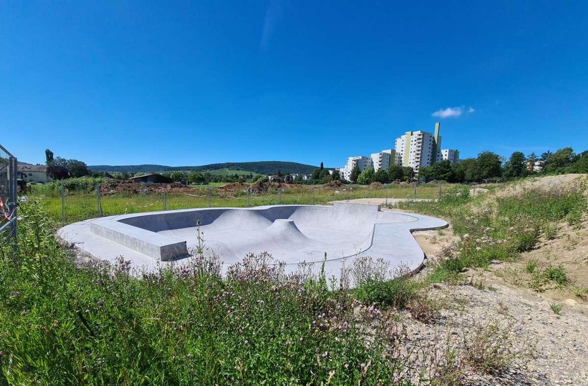Vor der Einweihung der Skate-Bowl müssen noch Pumptrack und BMX-Bahn fertig werden. Foto: Patricia Sigerist