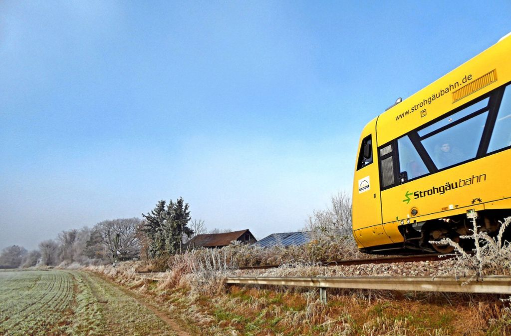 Die Fahrt der  Strohgäubahn wird künftig vielleicht wieder einige Kilometer weiter führen  – noch ist in Hemmingen Endstation. Foto: Ingeborg Hermann-Gröbner