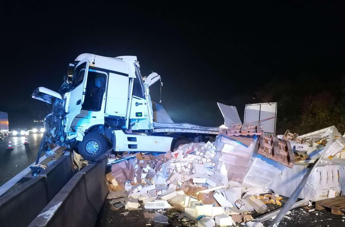Durch den Unfall musste die Autobahn 8 gesperrt werden. Foto: Andreas Rosar/Fotoagentur-Stuttgart