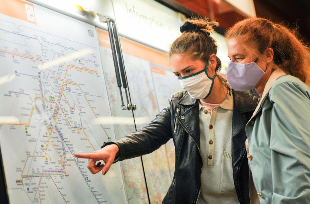 Unter anderem gibt es in den öffentlichen Verkehrsmitteln eine Maskenpflicht. Foto: Lichtgut/Max Kovalenko