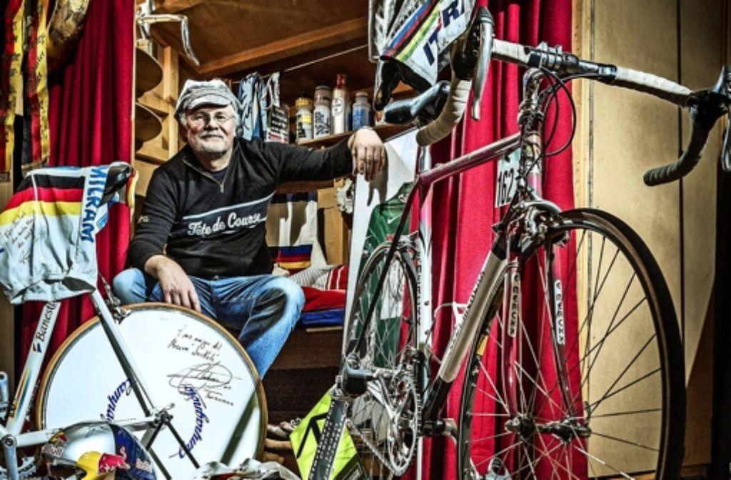 """Mehr als tausend Exponate hat Joachim  """"Jockel"""" Faulhaber  zusammengetragen, darunter etwa siebzig Fahrräder. Foto: Daniel Geiger"""