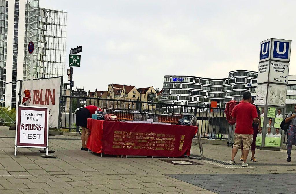 Umstrittener Scientology-Stand zwischen Milaneo und Stadtbibliothek Foto: Haar