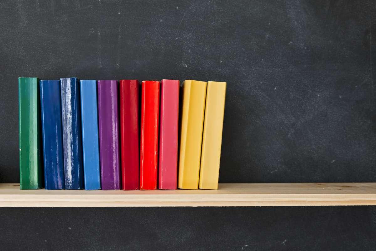 Wir stellen 30 lesenswerte LGBT-Bücher vor. Foto: Tim Masters/Shutterstock