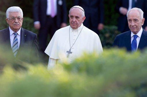 Papst betet mit Peres und Abbas