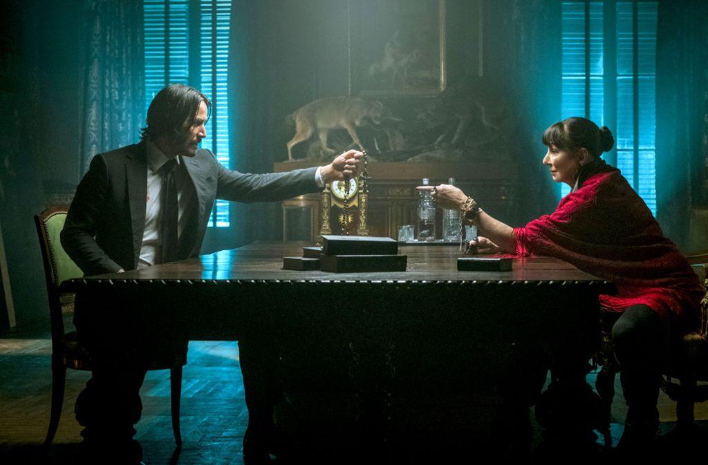 John Wick braucht Hilfe:  Keanu Reeves und Anjelica Houston im dritten Film Foto: Verleih