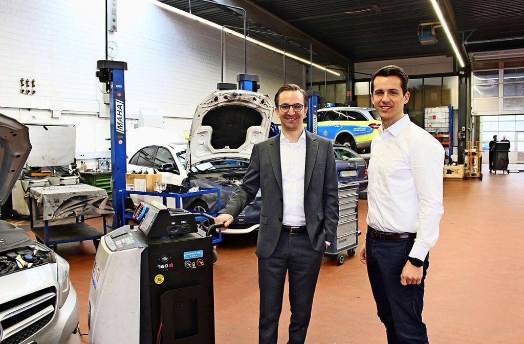 Der Geschäftsführer Frank Schnierle (links) und der Betriebsleiter Dominik Höfer berichten über eine schwierige Zeit. Foto: Caroline Holowiecki