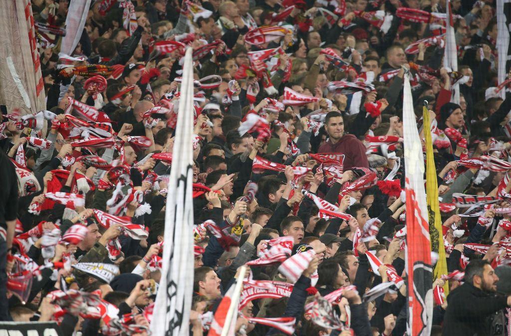 An diesem Samstag wird die Mercedes-Benz Arena ausverkauft sein: Der  VfB Stuttgart trifft auf den FC Bayern München. Foto: Pressefoto Baumann