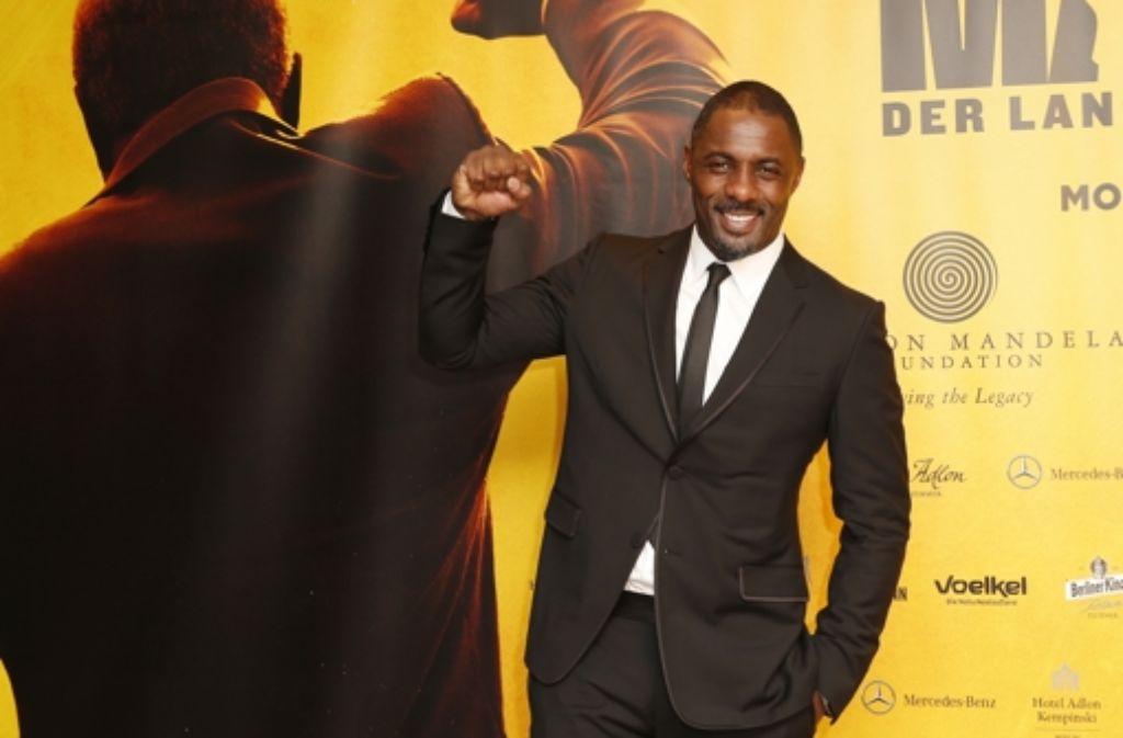 In Rebellenpose: Der 41-jährige Brite Idris Elba ist ein Hüne von Mann. Foto: German Select