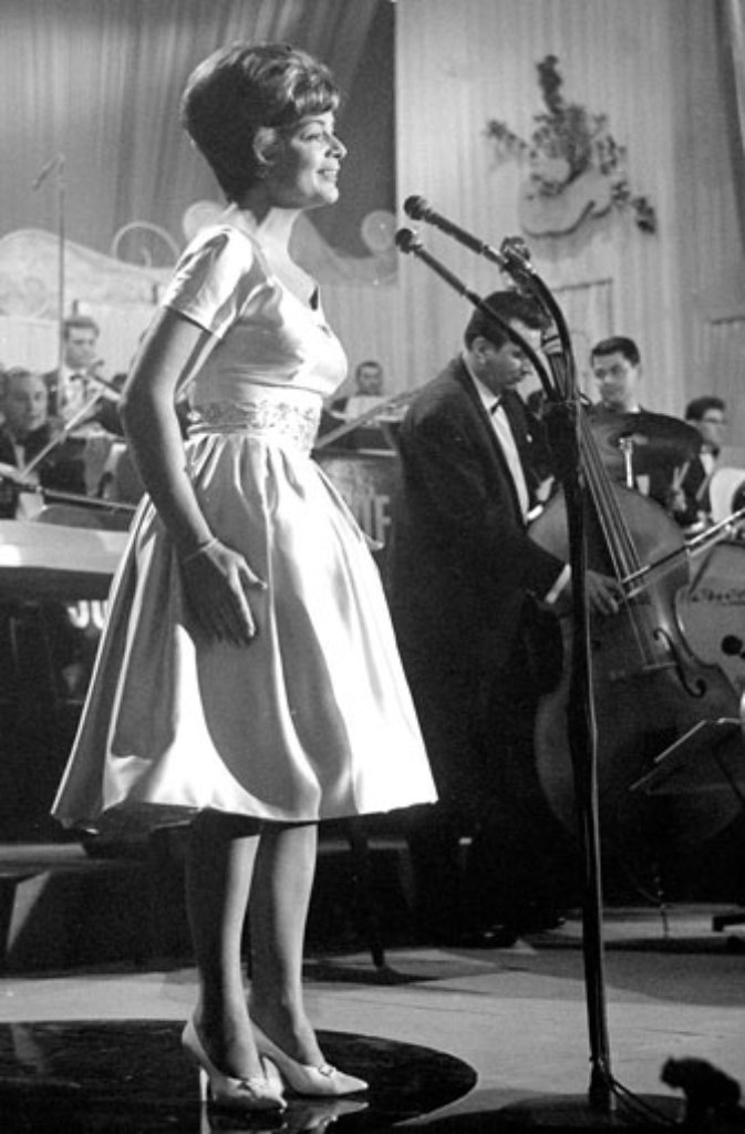 1956: Lys Assia Refrain (Schweiz) Foto: dpa