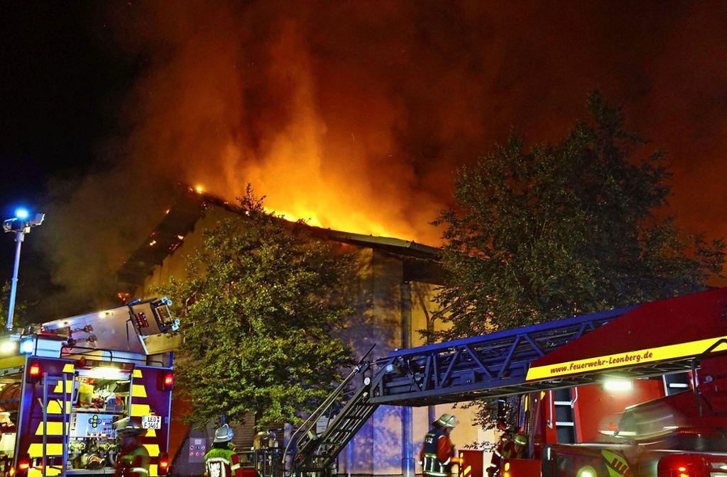 Noch Tage nach dem eigentlichen Brand ging der Einsatz weiter. Foto: dpa/Andreas Rosar