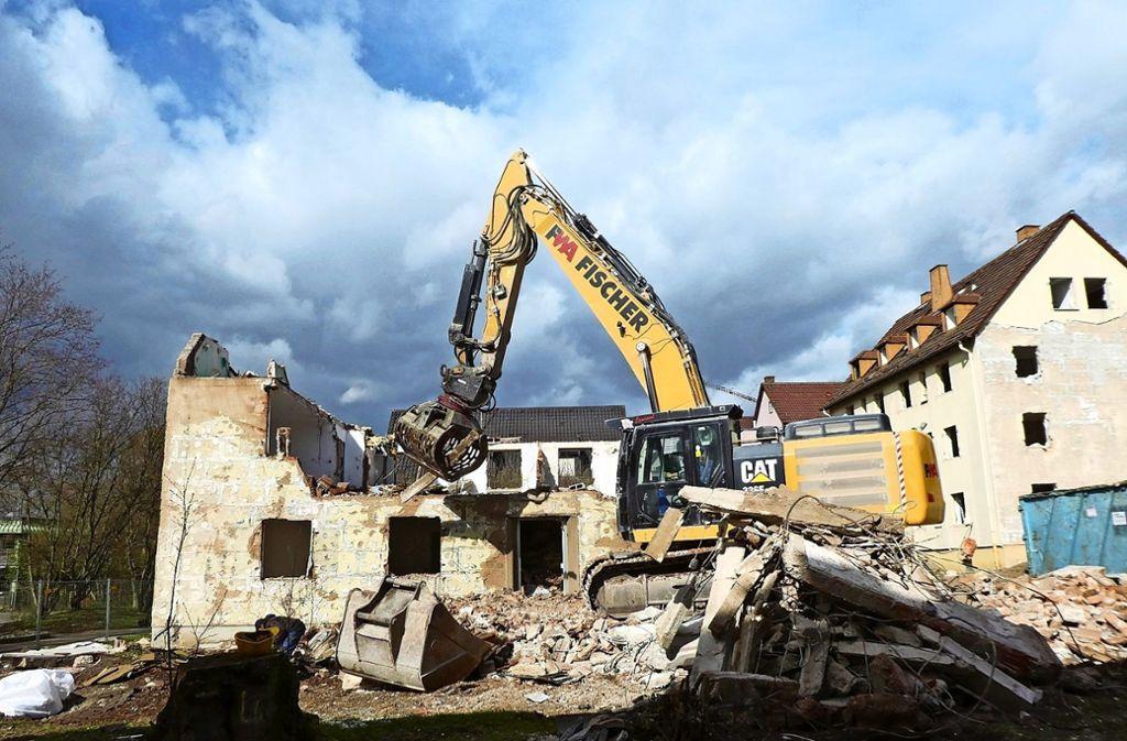 In den kommenden Wochen werden die Abrissbagger das Bild in der Keltersiedlung prägen. Danach wird bis Sommer 2021 gebaut. Foto: Winfried Schweikart (z)