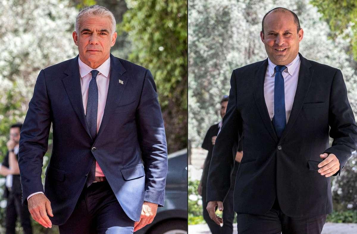 Jair Lapid (links) und Naftali Bennett verhandeln über eine Regierungskoalition in Israel (Archivbilder). Foto: AFP/OREN BEN HAKOON