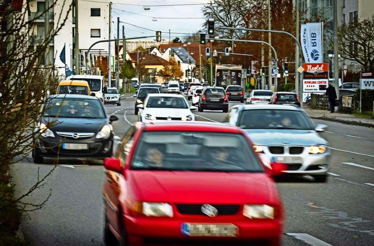 Auf der Vaihinger Straße in Stuttgart-Möhringen ist meistens viel los. Darum wird der Grenzwert von 60 Dezibel in der Nacht oft überschritten. Foto: Lichtgut/Achim Zweygarth