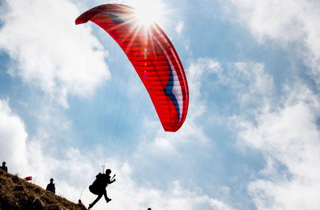Der Hohenneuffen ist ein beliebter Startplatz für Gleitschirmflieger. Foto: dpa