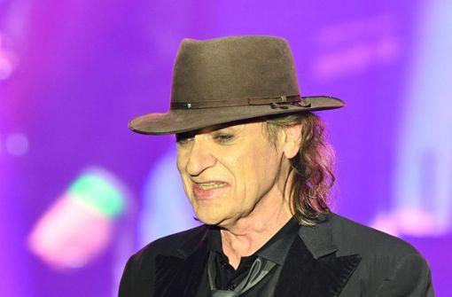 Sänger kämpft sich mit Stimmproblemen durch Konzert