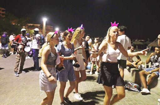 Tausende auf Ballermannparty