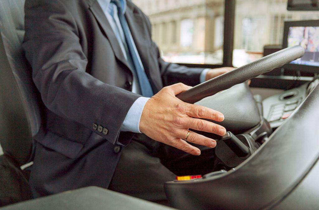 Der Ehrlichkeit eines Busfahrers hat eine vergessliche Frau aus Aichtal zu verdanken, dass sie ihren Geldbeutel samt Inhalt wieder hat. Foto: wellphoto - stock.adobe.com