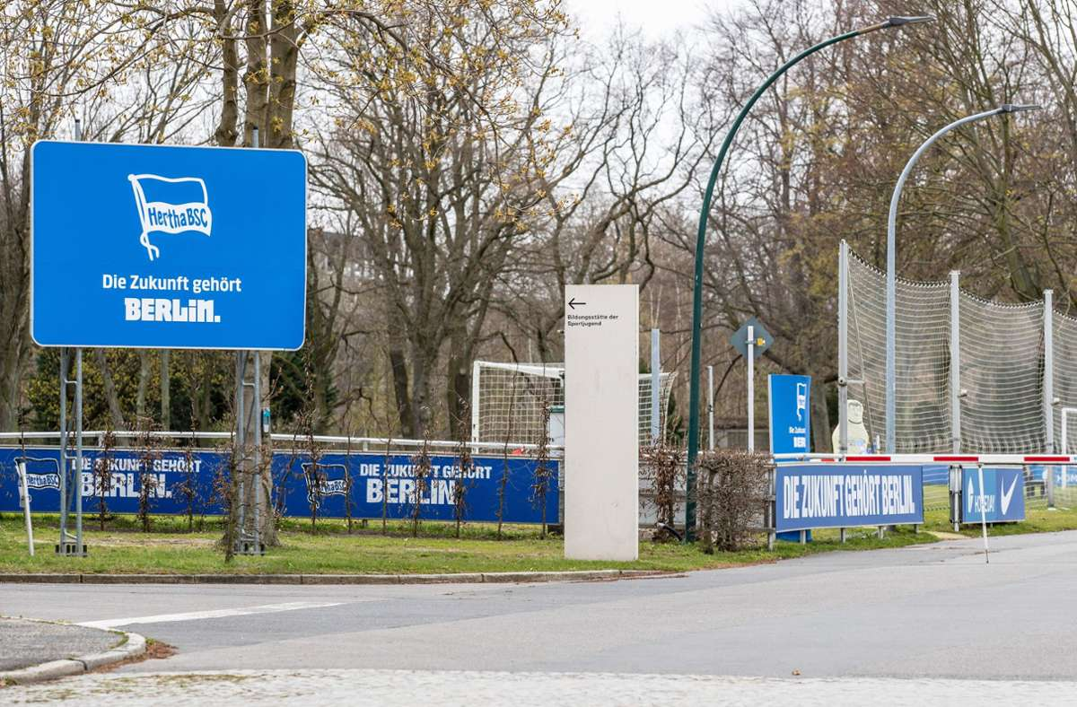Hertha BSC muss nach dem nächsten Coronafall als erster deutscher Fußball-Erstligist in komplette Quarantäne und wird damit zu den anstehenden drei Ligaspielen nicht antreten können Foto: dpa/Andreas Gora