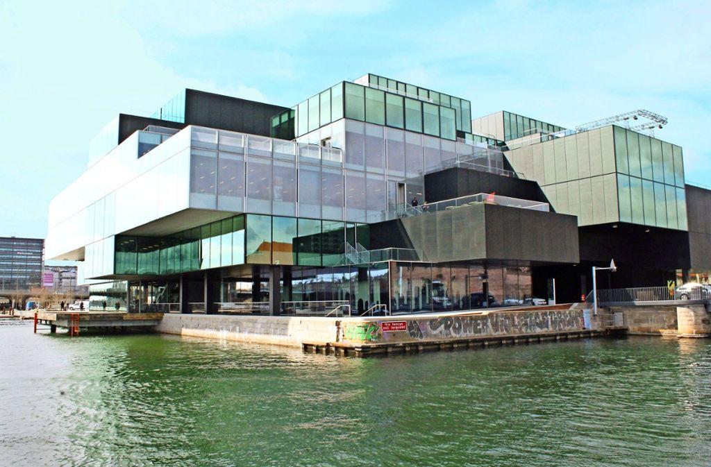 Das Dänische Architekturzentrum ist in einem markanten Bau namens Blox untergebracht. Zur Ausstellung gehört eine Installation von Olafur Eliasson. Foto: Susanne Hamann