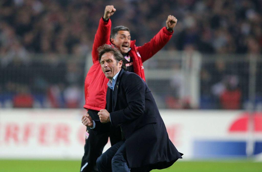 VfB-Trainer Bruno Labbadia und sein Co Eddy Sözer nach dem Treffer von Christian Gentner zum 4:4. Foto: imago sportfotodienst