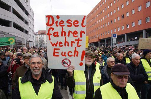 800 Menschen demonstrieren in Stuttgart gegen Fahrverbote