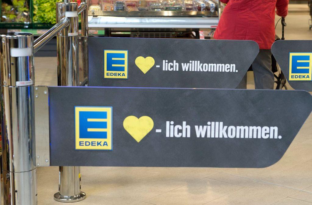Bei Edeka Böcker in Hamburg blieben die Regale für einen Samstag fast leer.  (Symbolbild). Foto: dpa