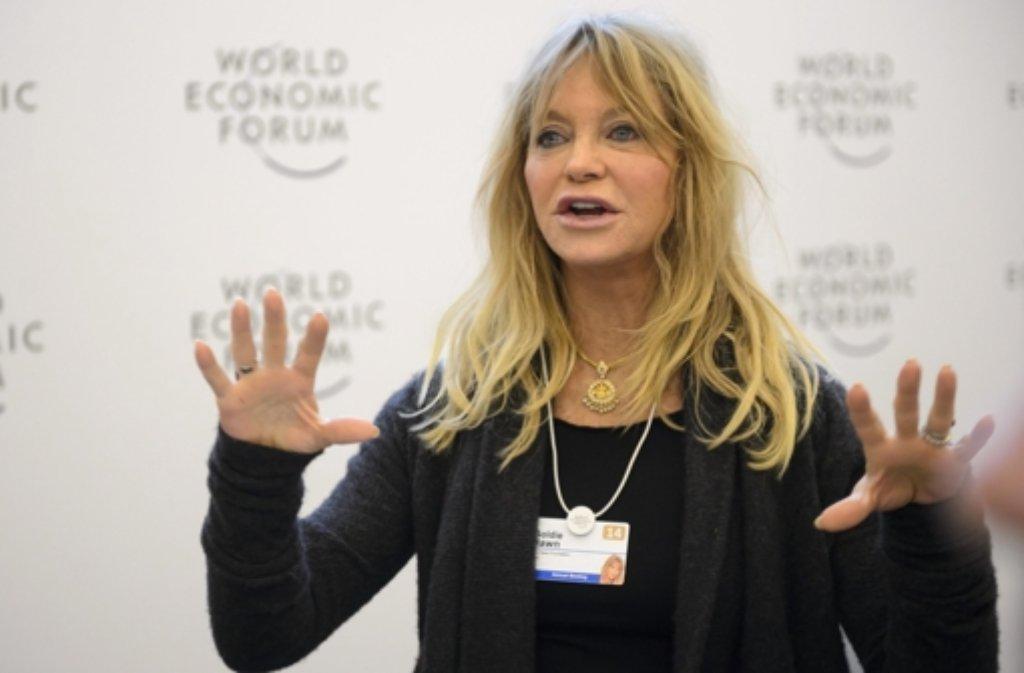 Meditation mit Goldie Hawn: Beim Weltwirtschaftsforum werben Promis um offene Ohren für ihre sozialen Anliegen. Foto: dpa