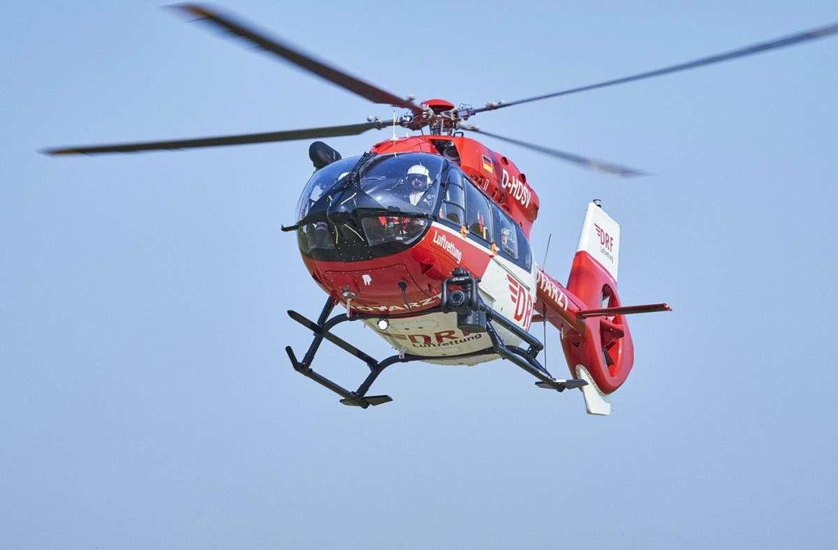 Ein Rettungshubschrauber flog den Jungen in eine Klinik (Symbolbild). Foto: dpa/Bert Spangemacher