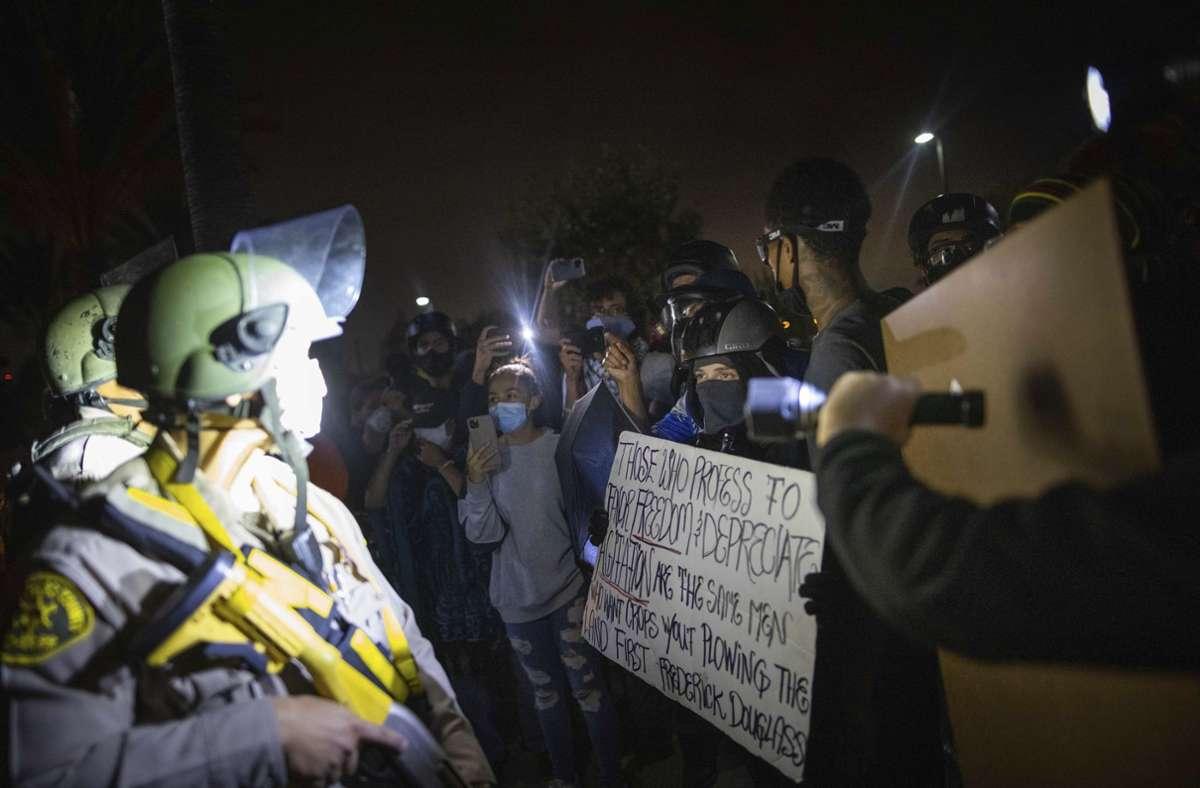 In Los Angeles waren nach den tödlichen Schüssen Demonstranten auf den Straßen unterwegs. Foto: dpa/Christian Monterrosa