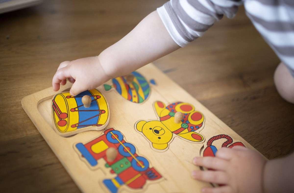 In der Kleinkindbetreuung sind viele Kinderpflegerinnen im Einsatz. Auch sie sollen immer öfter von einer Ausbildungsvergütung profitieren. Foto: imago images/Ute Grabowsky