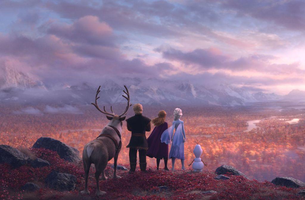 """Im zweiten Teil der """"Eiskönigin"""" machen sich Rentier Sven, Kristoff, Anna, Königin Elsa und Schneemann Olaf (von links nach rechts) auf die Suche nach dem Sinn ihres Lebens. Foto: dpa"""