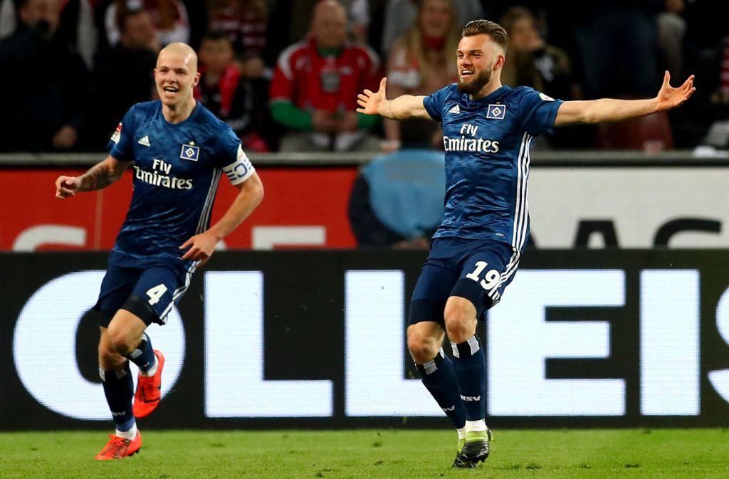 Manuel Wintzheimer (re.) feiert sein Tor zum späten Ausgleich gegen den 1. FC Köln – und Rick van Drongelen freut sich selbstverständlich mit. Foto: Getty