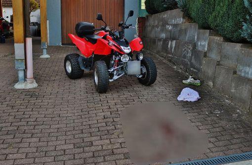 Quadfahrer stürzt und verletzt sich schwer